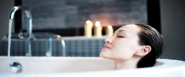 Mandi Air Panas di Bathtub