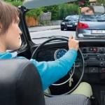 Agar Wanita Tetap Aman Mengendarai Mobil Saat Macet
