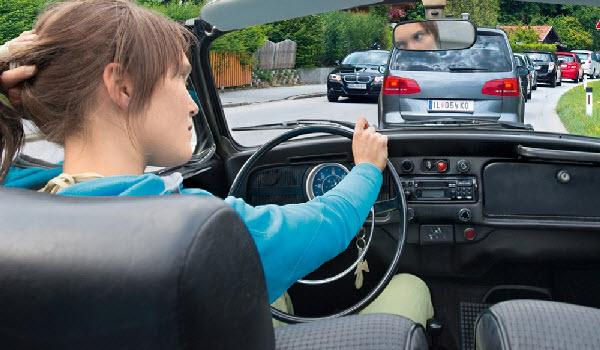 Tips Aman Mengendarai Mobil Saat Macet