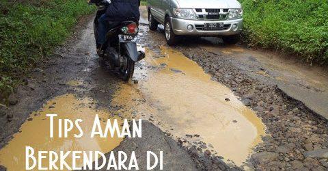 Tips Aman Berkendara di Jalan yang Rusak